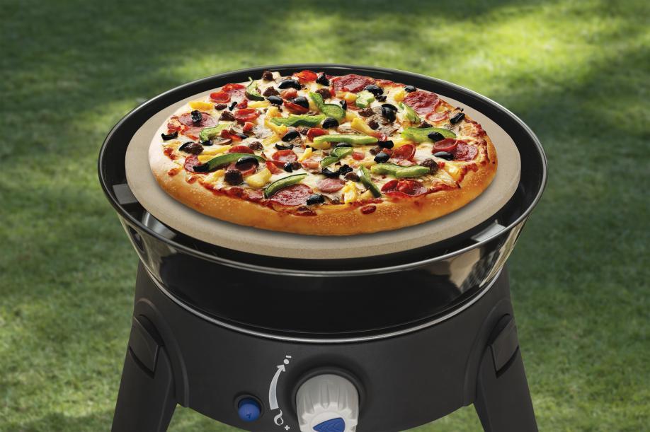 Pizza's bakken op je bbq